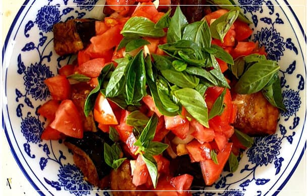 סלט חצילים ועגבניות